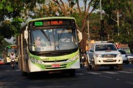 Ônibus em movimento na T-9