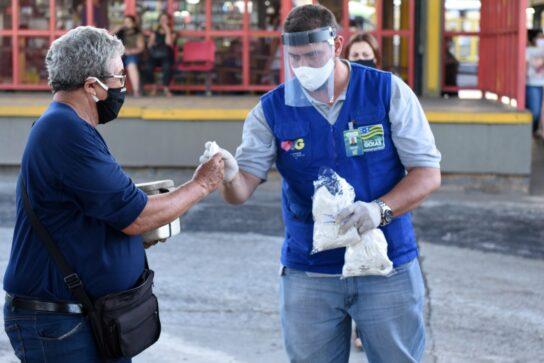 Distribuição de máscaras em terminais da RMTC